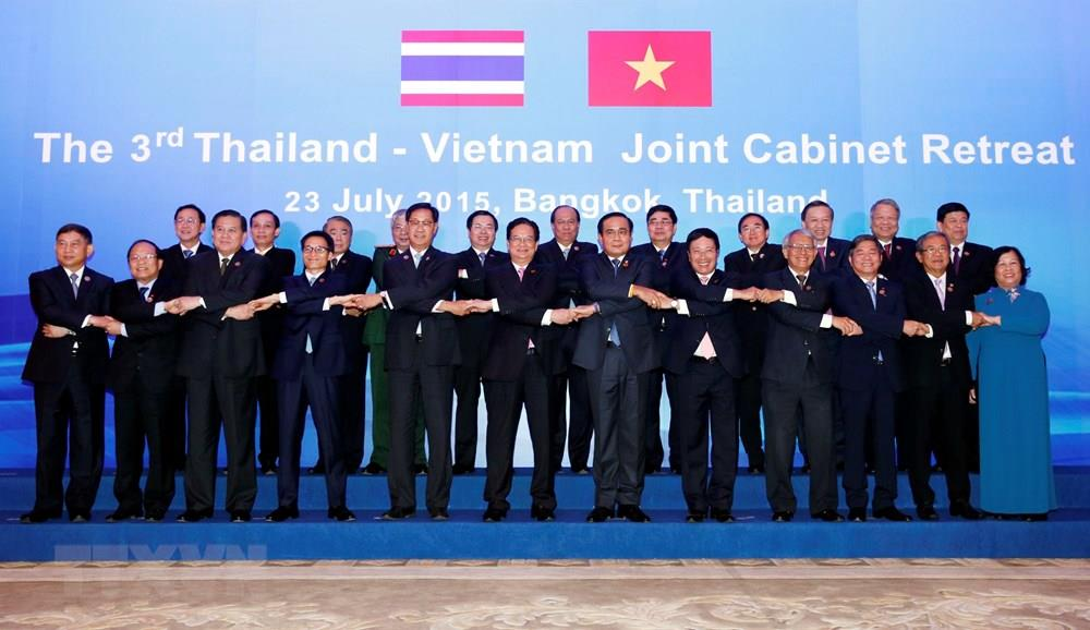 On his official visit to Thailand, Prime Minister Nguyen Tan Dung co-chairs the third Thailand – Vietnam Joint Cabinet Retreat, Bangkok, July 23, 2015 (Photo: VNA)