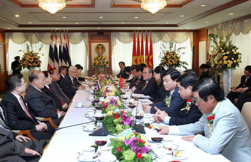 National Assembly Chairman Nguyen Sinh Hung holds talks with his Thai counterpart Somsak Kiatsuranont in Bangkok during his official visit to Thailand, December 3-5, 2012 (Photo: VNA)