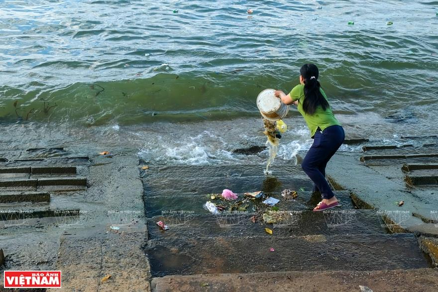 The photos, arranged according to topics, places and times, give an overall picture of plastic litter in the ocean in Vietnam (Photo: VNA)