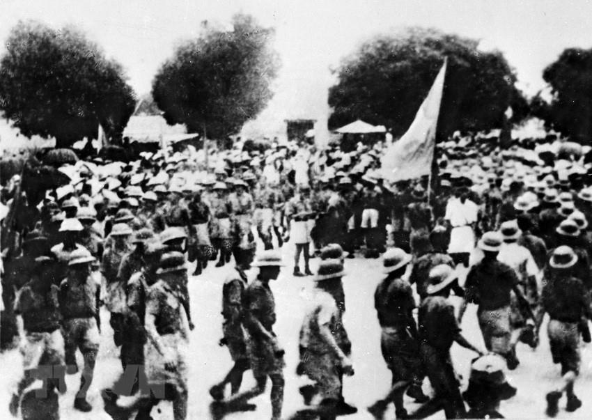 Ba To Guerilla Unit moves to Quang Ngai town in the central region to join local people to rise up to seize power, Aug. 14, 1945 (Photo: VNA)