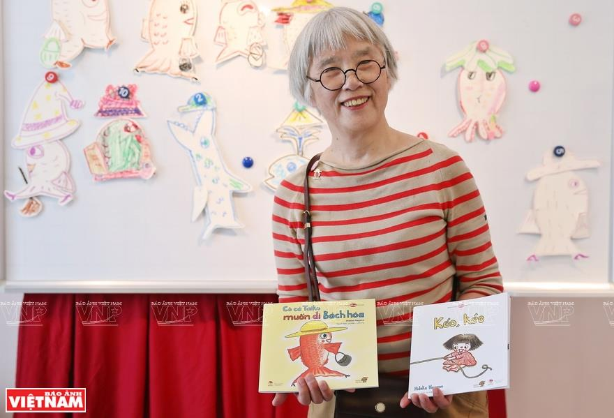 Her book 'Taiko fish goes to the department store' interests the children with lively illustrations of the fish doing different activities (Photo: VNA)