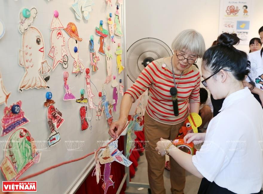 At the age of 78, Hideko still works hard and creates new books for children. She is the chairwoman of Kamishibai Cultural Development Society. In 2018, she received the Kurushima Takehiko Culture Prize (Photo: VNA)