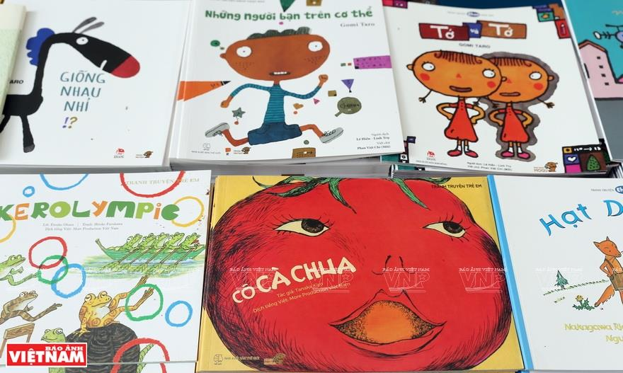 Japanese picture books which teach life skills attract Vietnamese children (Photo: VNA)