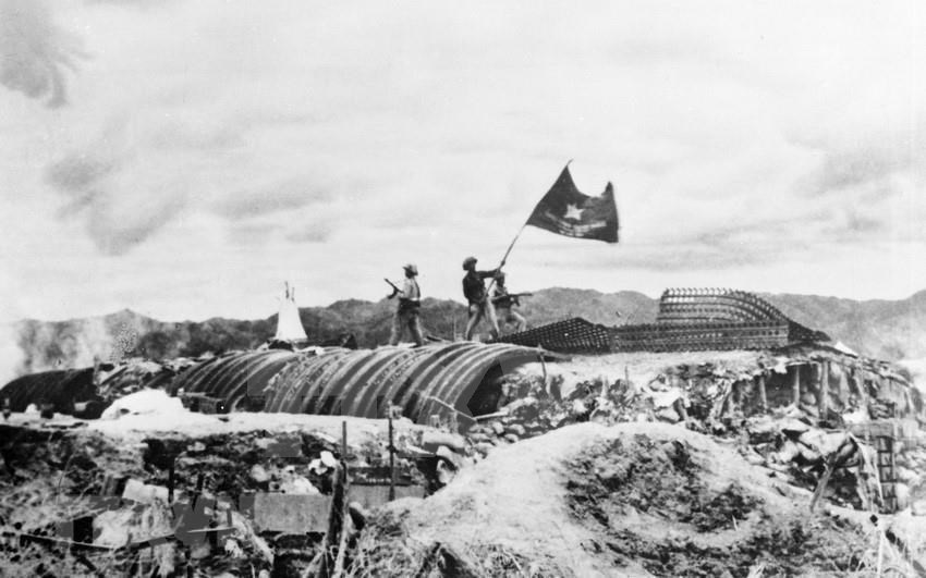 Flag flies on top of French General De Castries, marking Dien Bien Phu victory that ended French colonial rule in Vietnam (Photo: VNA)