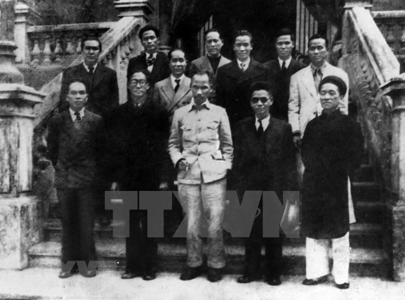 President Ho Chi Minh (front, centre) and other members of the provisional Government of the Democratic Republic of Vietnam, Sept. 3, 1945 (Photo: VNA)