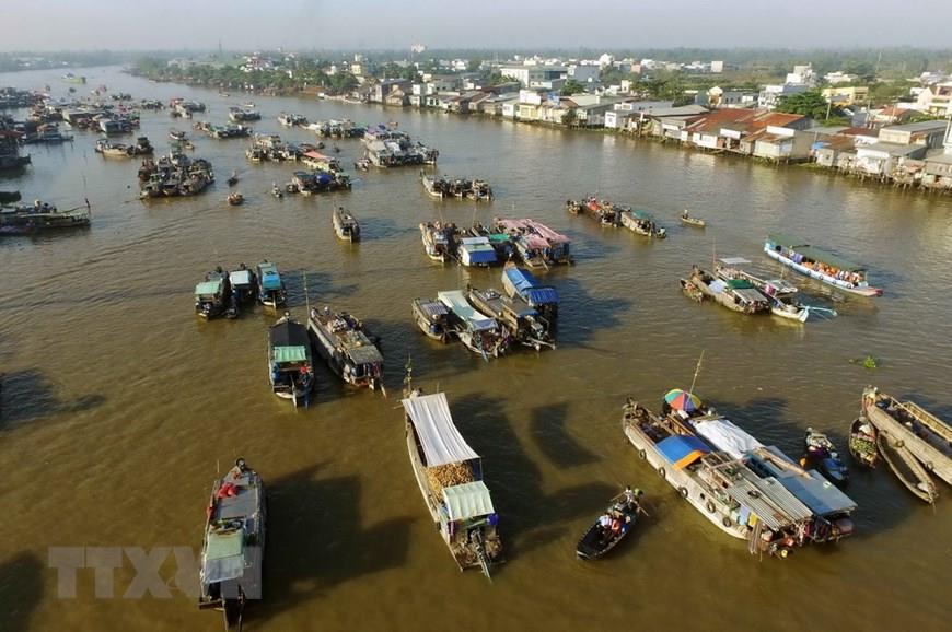 Cai Rang is the largest and most popular local floating market (Photo: VNA)