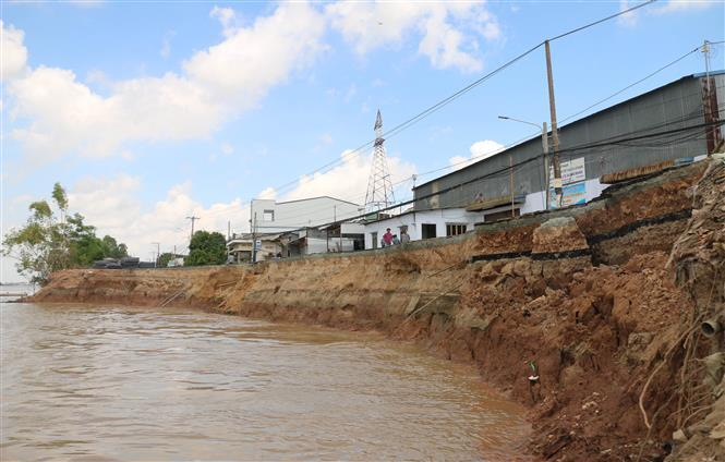 Landslides in Mekong Delta region are getting more unpredictable in terms of location and speed (Photo: VNA)
