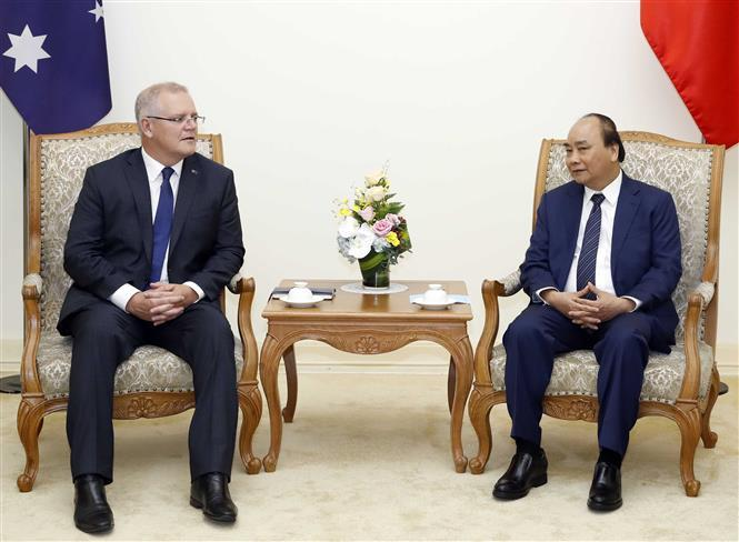 Prime Minister Nguyen Xuan Phuc (R) and his Australian counterpartScott Morrison at a meeting prior to their talks (Photo: VNA)