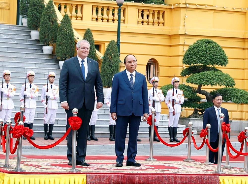 Prime Minister Nguyen Xuan Phuc and his Australian counterpart Scott Morrison at the welcome ceremony (Photo: VNA)