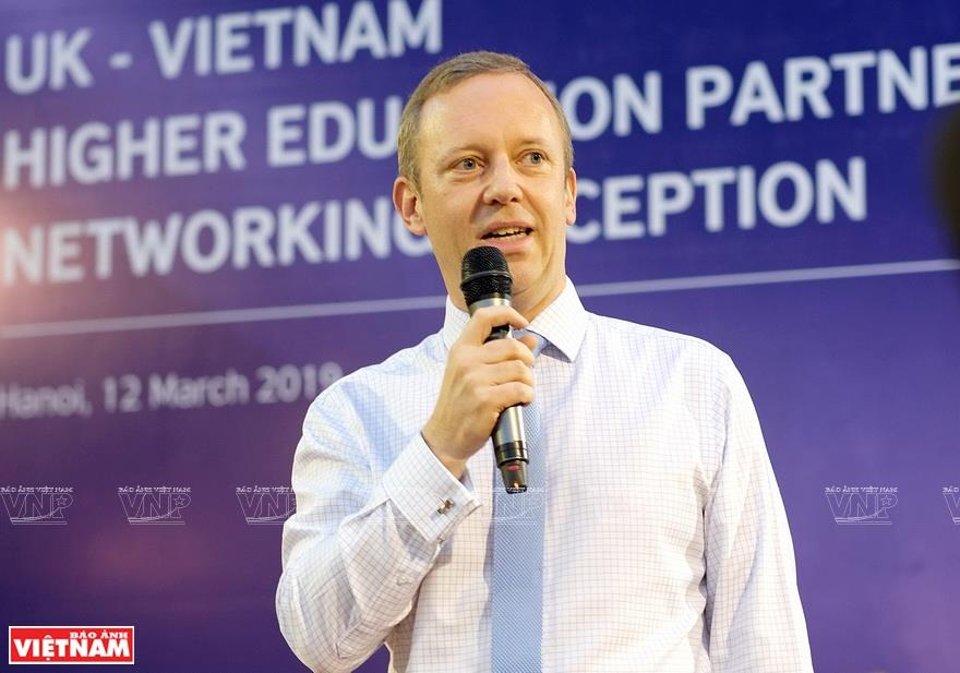 Working in many areas to boost bilateral cooperation, including education, health and culture, British Ambassador Gareth Ward has felt a deep love for Vietnam (Photo: VNA)