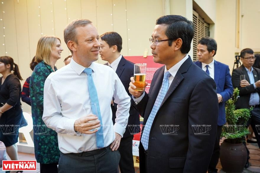 When he started his term of office in Hanoi, Gareth Ward spent a lot of time learning Vietnamese, considering it a way to experience Vietnam's education (Photo: VNA)