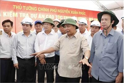 Thủ tướng kiểm tra tuyến cao tốc Trung Lương - Mỹ Thuận