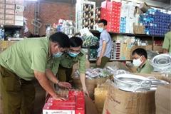 Tạm giữ hàng nghìn sản phẩm gia dụng chưa rõ nguồn gốc xuất xứ