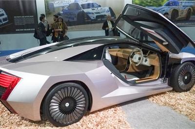 Nhật Bản ra mắt siêu xe chế tạo từ gỗ và chất thải nông nghiệp
