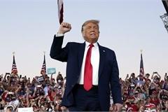 Ông Trump tuyên bố khỏi Covid-19, đủ khỏe để ôm hôn mọi người
