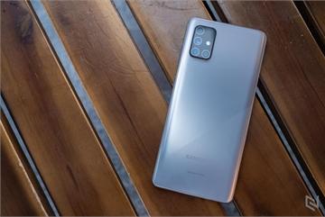 Mở hộp Galaxy A71 Bạc Crush: Màu sắc độc đáo, tạo cảm giác tinh tế và thời trang