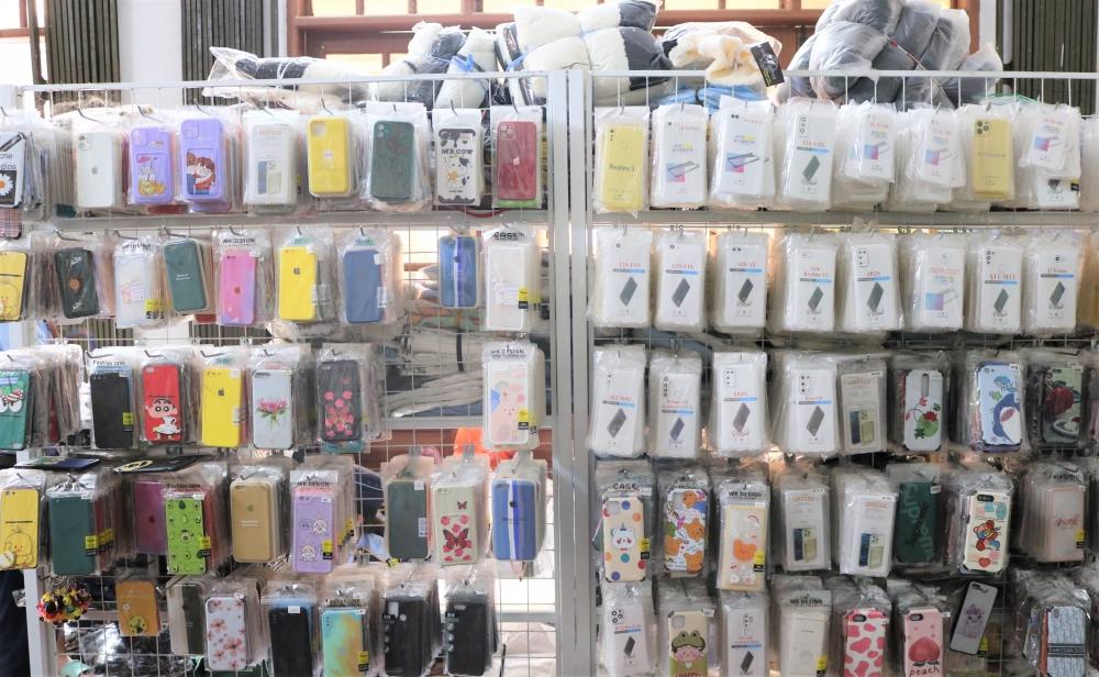 QLTT Quảng Bình thu giữ số lượng lớn sản phẩm quần áo, ốp điện thoại