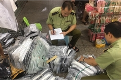 Thu giữ gần 4.700 hàng giả, nhái, nhập lậu ở chợ Ninh Hiệp