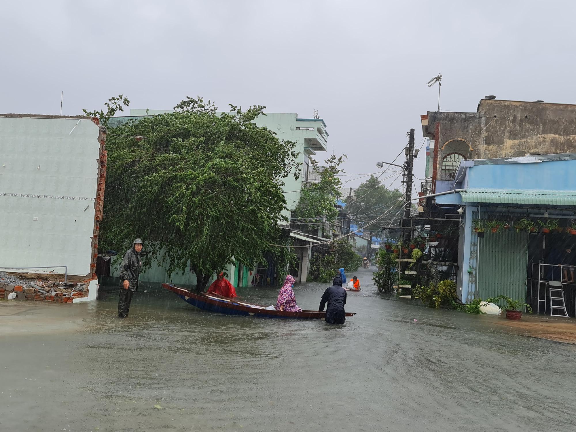 """Quảng Nam: Cô bé tên """"lụt"""" sinh ra mùa lụt, đám cưới cũng trúng mùa lụt - Ảnh 3."""