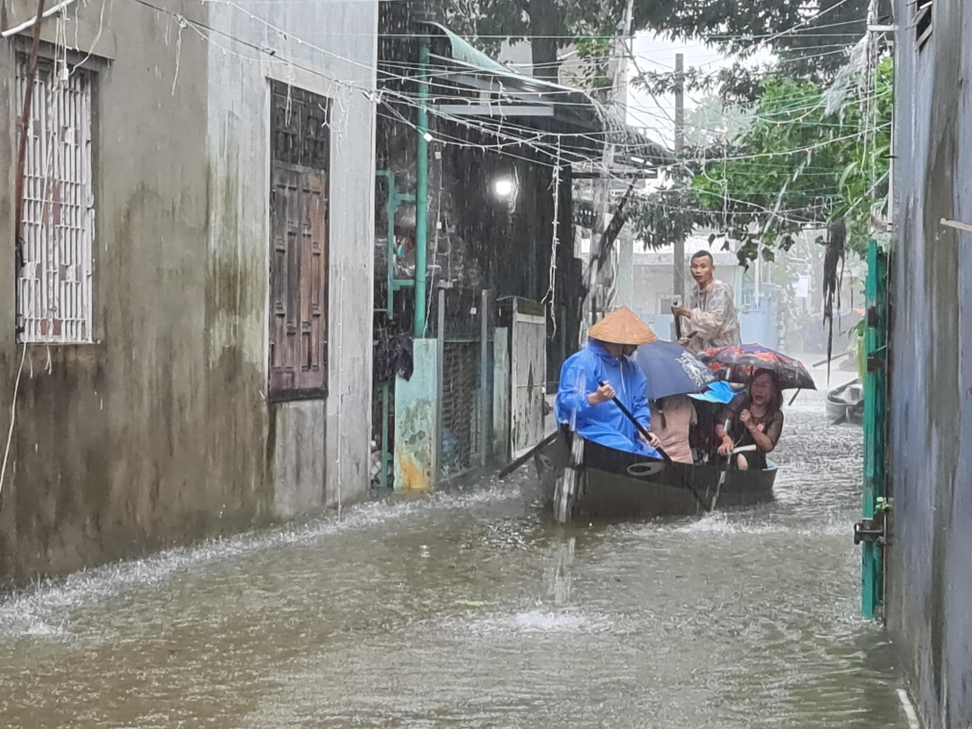 """Quảng Nam: Cô bé tên """"lụt"""" sinh ra mùa lụt, đám cưới cũng trúng mùa lụt - Ảnh 4."""