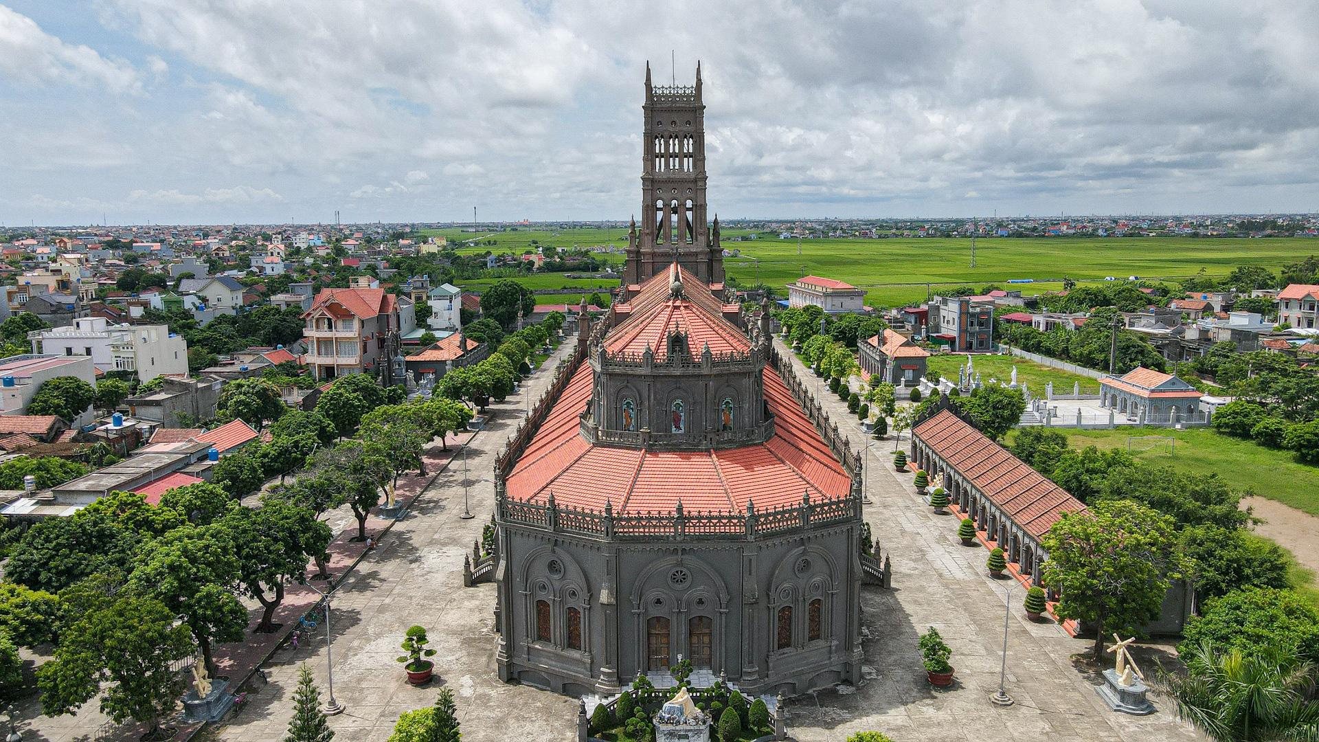 Đền Thánh Sa Châu - nhà thờ Nam Định đẹp uy nghi như ở trời Âu - Ảnh 4.