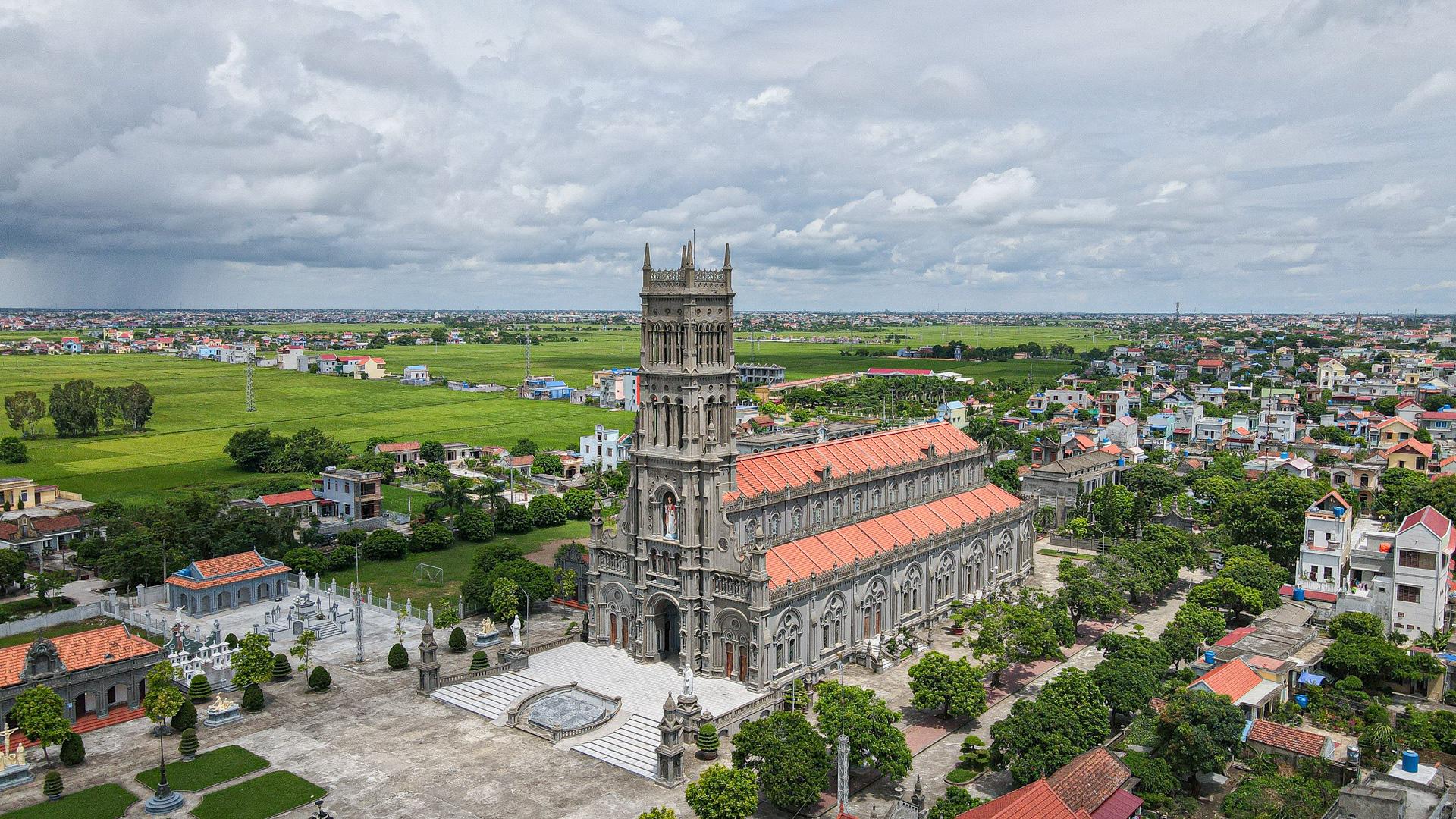 Đền Thánh Sa Châu - nhà thờ Nam Định đẹp uy nghi như ở trời Âu - Ảnh 1.