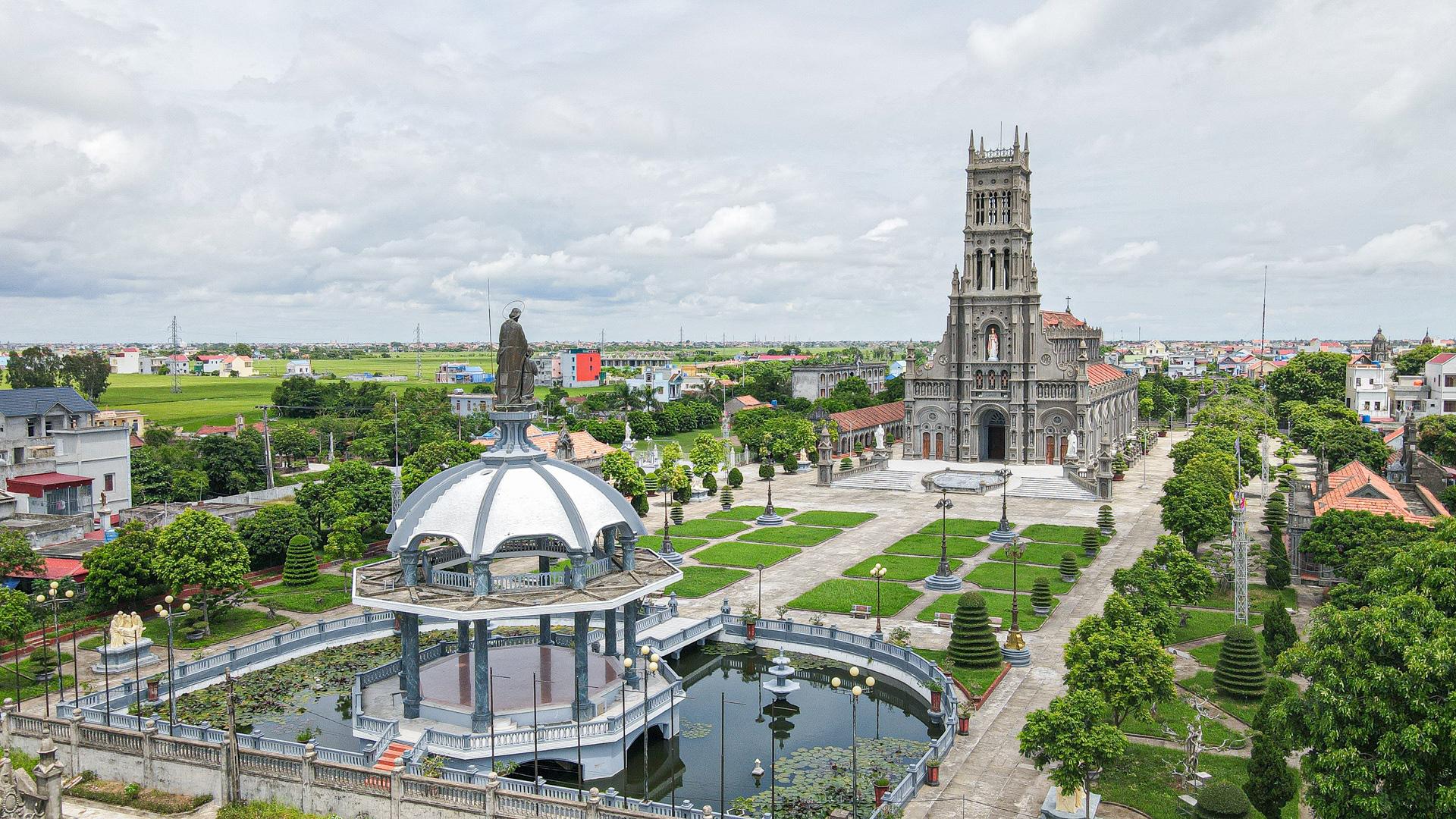 Đền Thánh Sa Châu - nhà thờ Nam Định đẹp uy nghi như ở trời Âu - Ảnh 7.