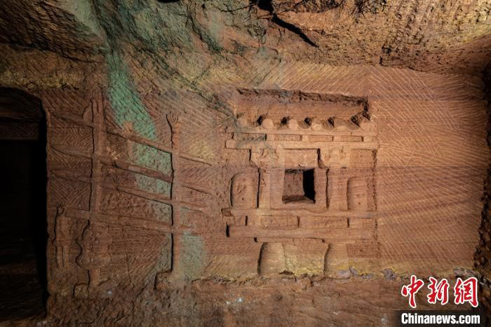 Phát hiện kỳ bí về 219 ngôi mộ trên vách núi Tứ Xuyên - Ảnh 3.
