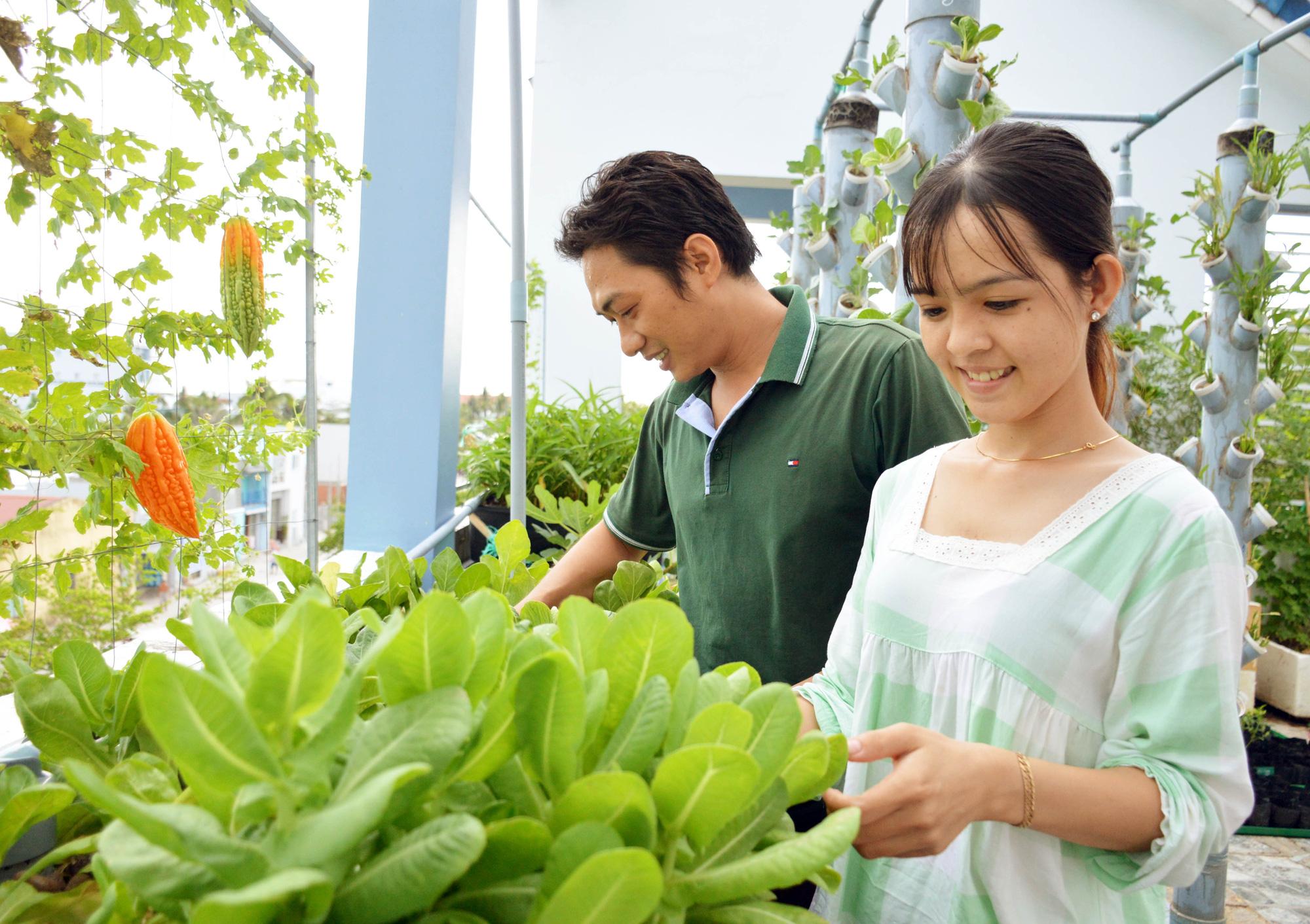 """Ngỡ ngàng """"khu vườn trên mây"""" với hơn 30 loại cây của đôi vợ chồng trẻ - Ảnh 5."""