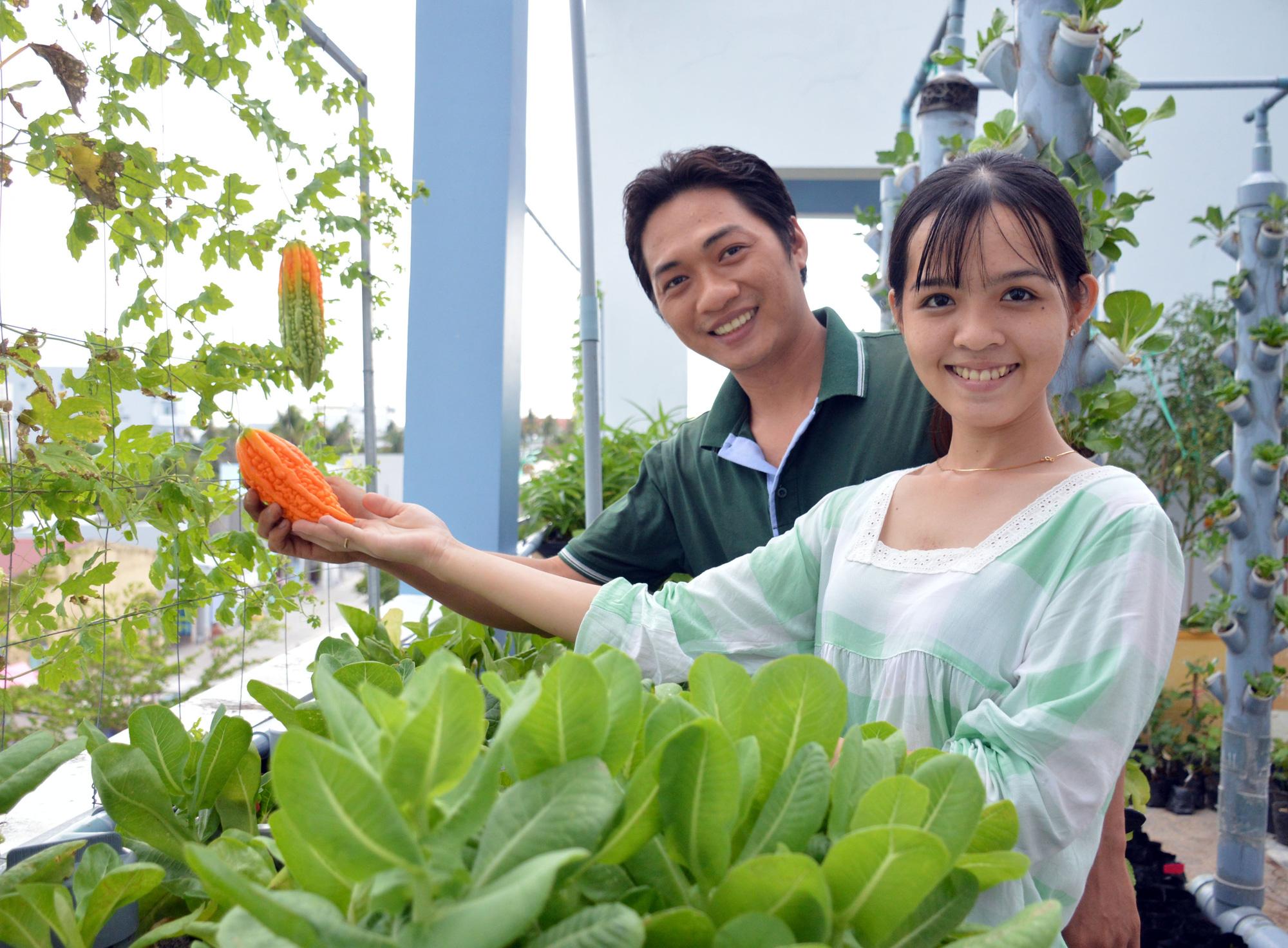 """Ngỡ ngàng """"khu vườn trên mây"""" với hơn 30 loại cây của đôi vợ chồng trẻ - Ảnh 1."""