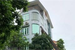 Ngôi nhà 5 tầng nghiêng như sắp đổ ở Hải Phòng đang được sửa thành thẳng đứng