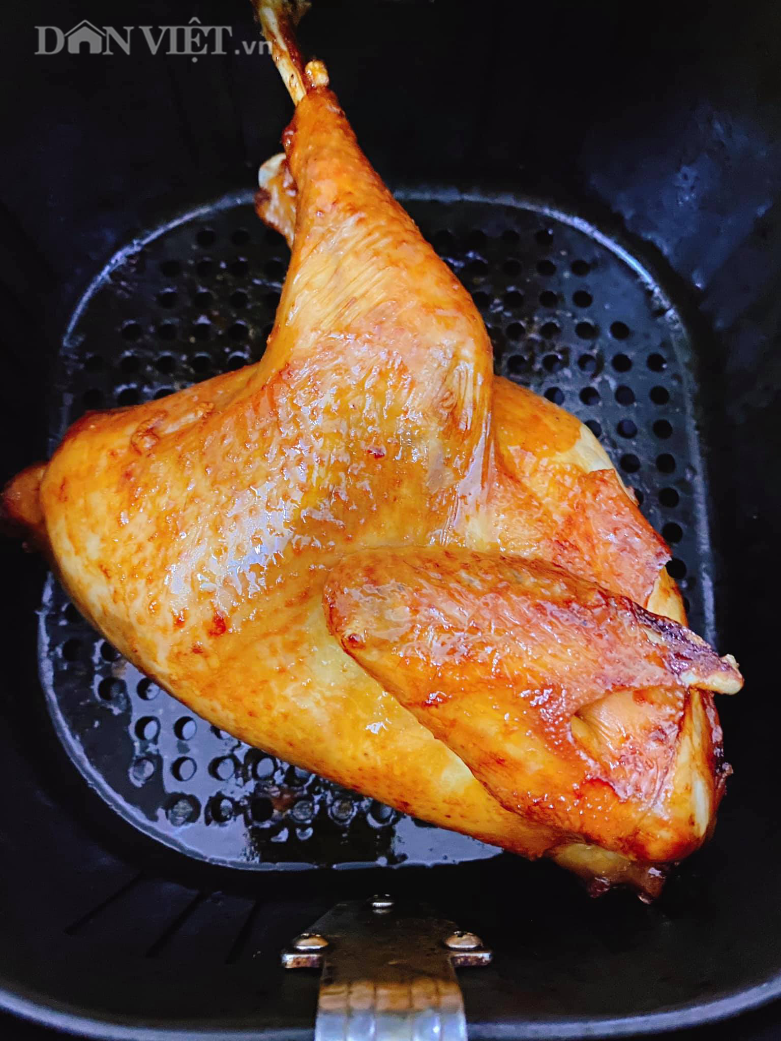 Cách làm gà nướng mật ong đậm đà giòn thơm bằng nồi chiên không dầu - Ảnh 2.