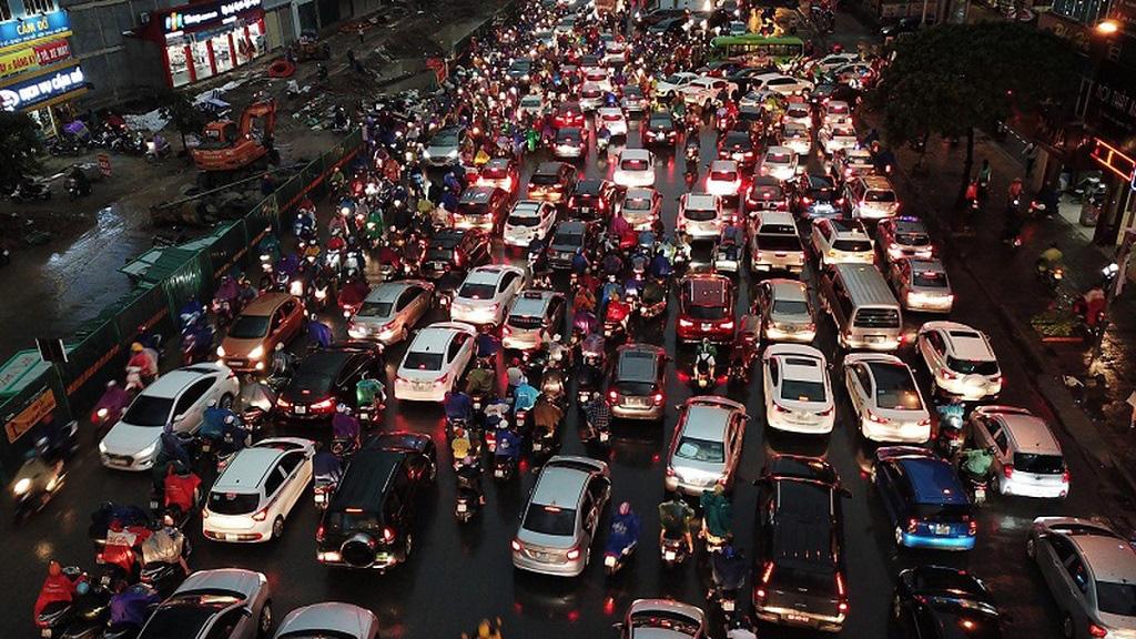 Kinh nghiệm lái xe ô tô trong thành phố giờ cao điểm - Ảnh 2.
