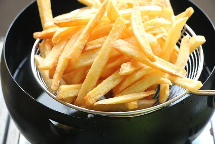 Mẹo làm khoai tây chiên ngoài giòn, trong mềm, vàng ươm, thơm phức - Ảnh 6.