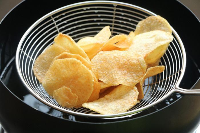 Mẹo làm khoai tây chiên ngoài giòn, trong mềm, vàng ươm, thơm phức - Ảnh 5.