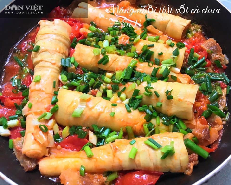Măng nhồi thịt sốt cà chua, món ăn lạ miệng hấp dẫn cả nhà - Ảnh 1.