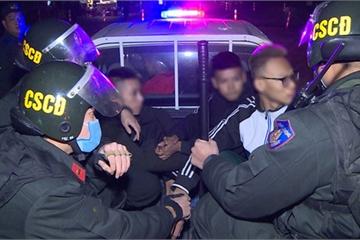 """Nhóm """"choai choai"""" chuyên ép xe, đánh võng, tạt đầu trêu chọc cảnh sát"""