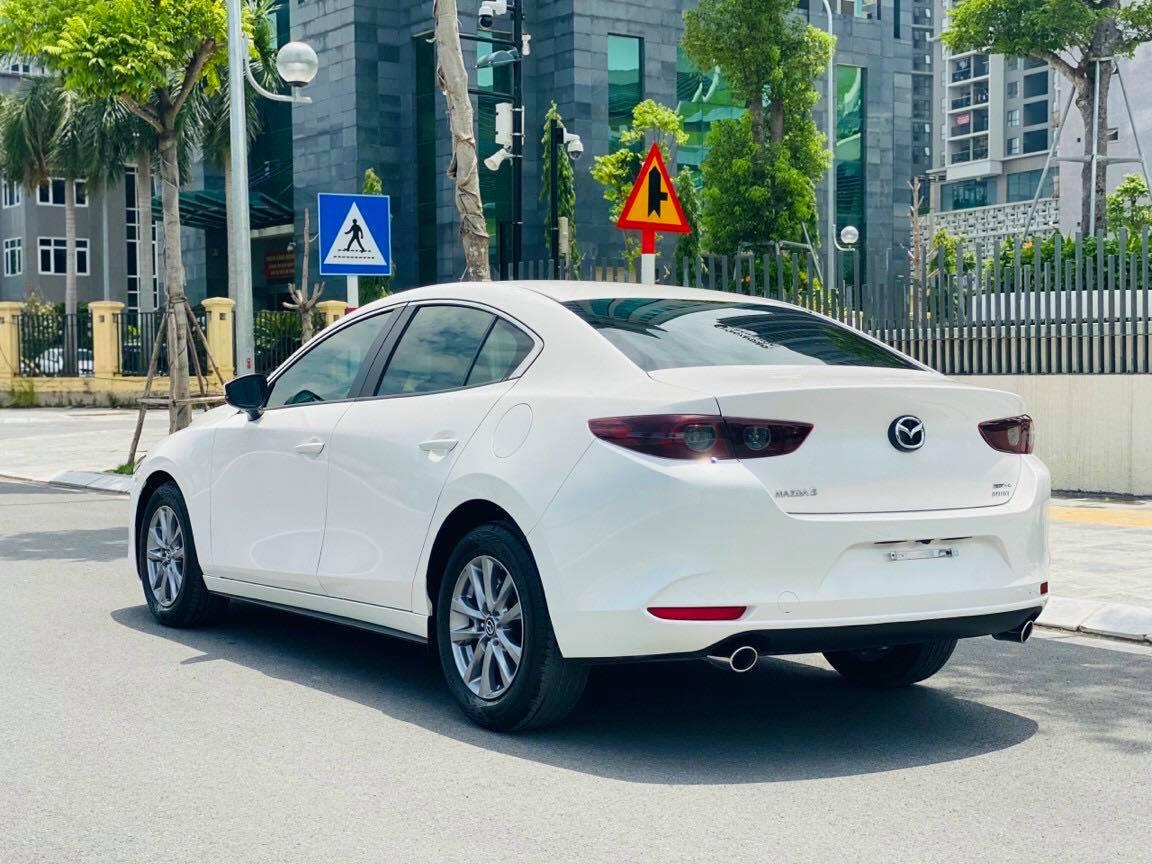 """Mazda 3 Deluxe lướt lên sàn xe cũ, chủ xe """"bay"""" ngay hơn 120 triệu đồng - Ảnh 2."""