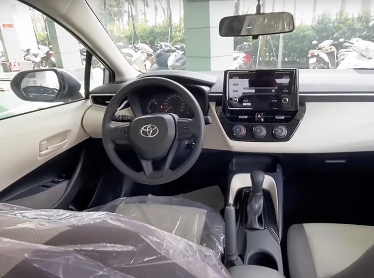 Xuất hiện ở đại lý Việt Nam, Toyota Corolla Altis 2022 khiến người dùng tò mò về nguồn gốc - Ảnh 4.