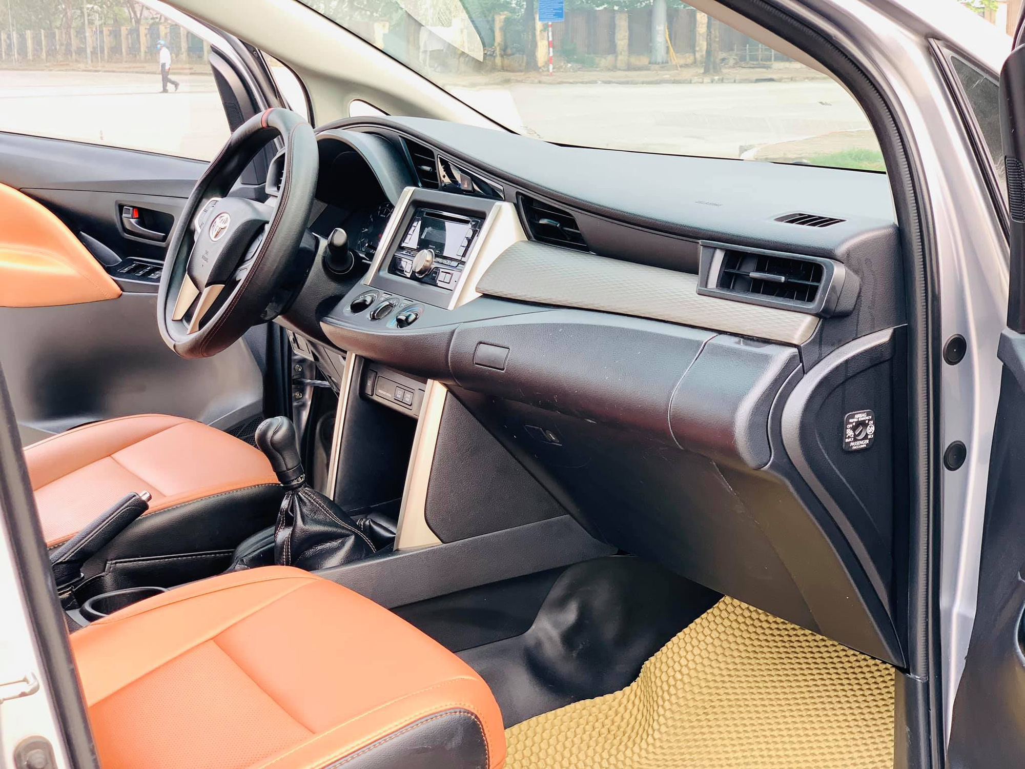 Toyota Innova sau 5 năm, đại hạ giá vẫn khó tìm chủ mới - Ảnh 4.