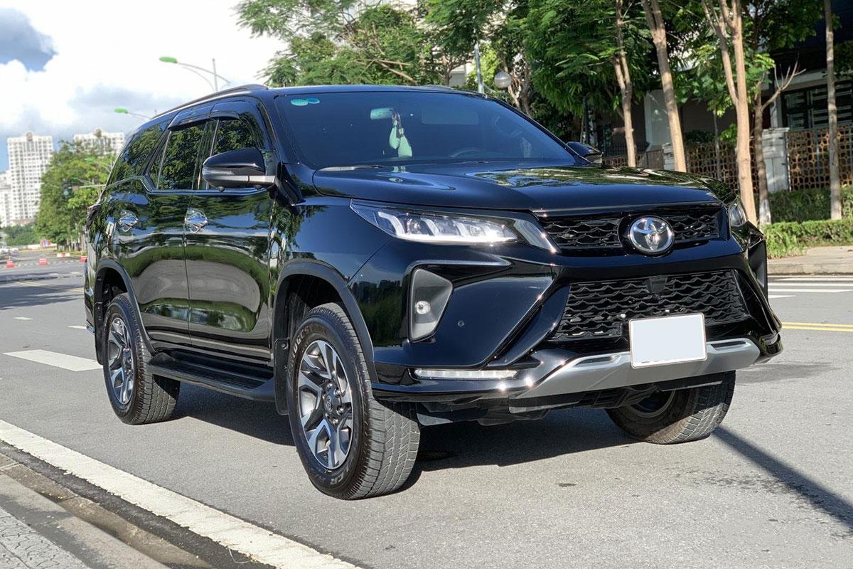 Ngỡ ngàng giá bán lại Toyota Fortuner Legender sau gần 1 năm lăn bánh - Ảnh 1.