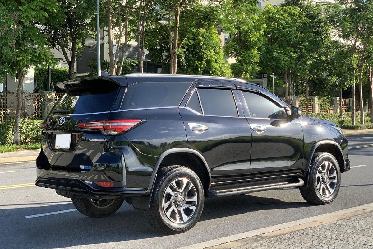 Ngỡ ngàng giá bán lại Toyota Fortuner Legender sau gần 1 năm lăn bánh - Ảnh 3.