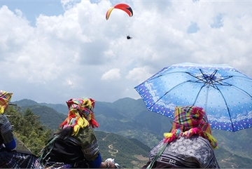 Amazing paragliding in Mu Cang Chai