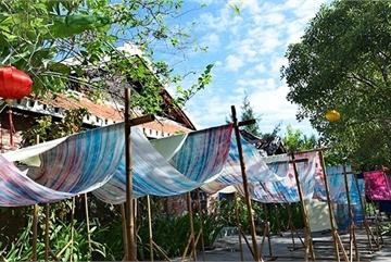 Silk industry at Ma Chau village