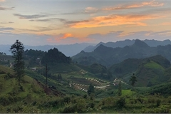 Beholding sunset on Ngai Thau peak