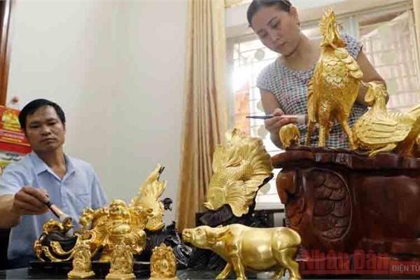 Time-honoured craft of gold laminating in Kieu Ky village