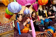 Magical glow of lanterns in Hoi An ancient city