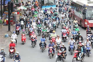 Vietnamese ride-hailing drivers risk accidents with reckless driving