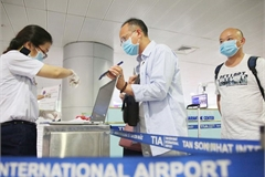 Vietnam continues denying entry to foreigners