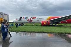 Vietjet pilots' licenses seized after plane skidding